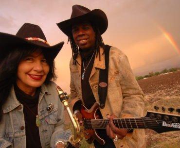 Joy Harjo och Larry Mitchell. Foto: Karen Kuehn